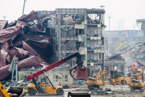 天津港爆炸事故遇难人数上升至135人 清