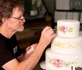 """美国""""科罗拉多州蛋糕案""""同性恋自由VS宗教信仰自由做出裁决"""